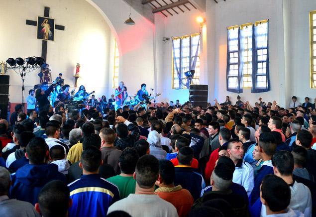 Gustavo Cordera dio un show en el Penal de Olmos