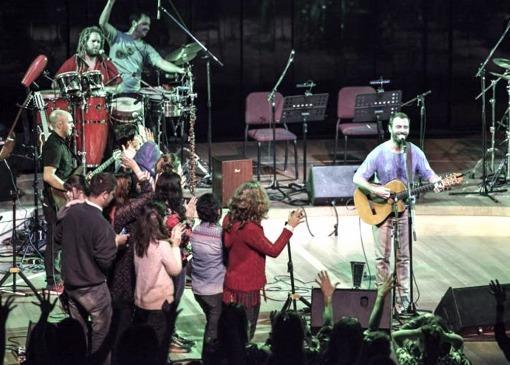 Festivo concierto de Kevin Johansen en el Centro Cultural Kirchner