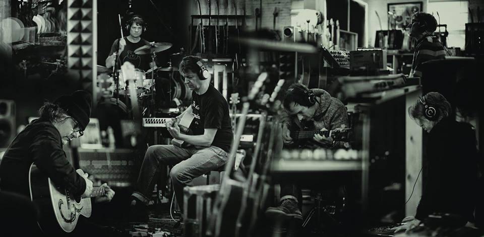 Wilco celebra el año de «Star Wars» con «Locator»