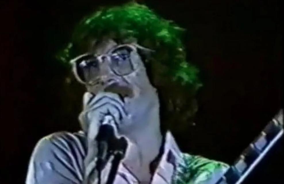 Charly en Ferro 1982: el rock llega a la cancha