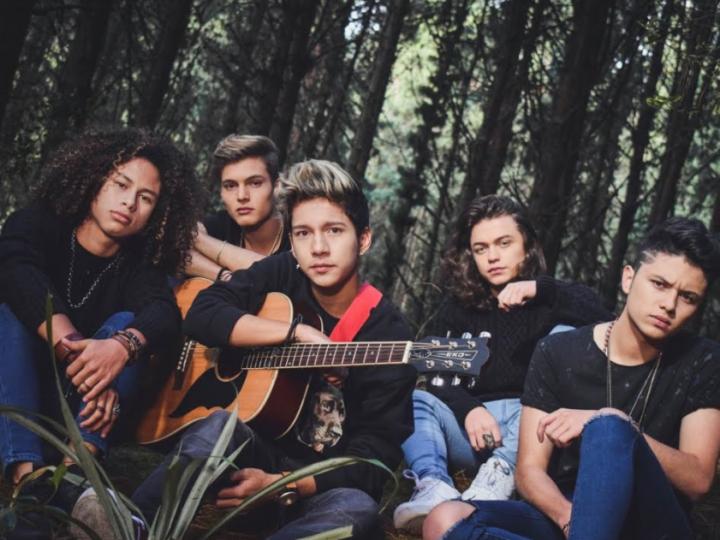 La boyband colombiana LV5 sorprende al público con su nueva canción